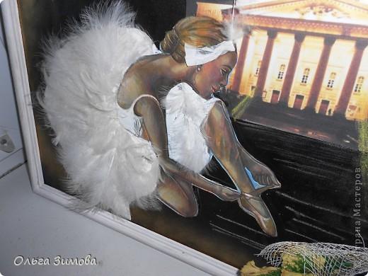 """Слово """"балет"""" произошло от латинского слова """"Ва11о"""" -""""танцую"""". Балет - это театральное представление, в котором с помощью танца показывают какую-нибудь историю. Балетные представления появились в конце XV в. в Италии. Во Франции даже короли танцевали в балетах. В России он появился в XVIII в. и сразу стал любимым представлением при дворе. А после того, как при Московском Воспитательном доме была открыта балетная школа, началась эпоха великого русского балета. Артисты русского балета считаются лучшими в мире фото 4"""
