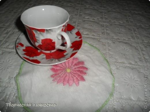 Салфетка (махровая, льняная, бумажная) — применяется не только для вытирания губ и рук после еды, но и является значимым элементом сервировки стола.  фото 1