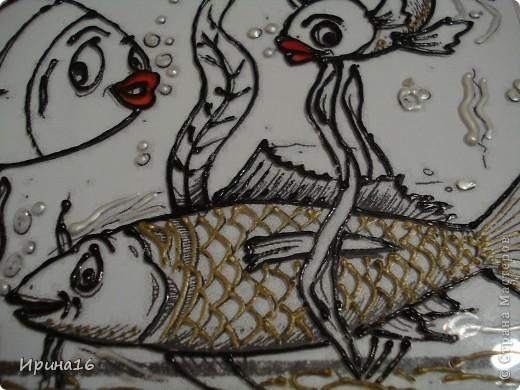 Большое количество рек, озер, морей на территории нашей страны привело к тому, что рыбалка стала очень распространенным занятием, особенно среди мужчин. Для многих это хобби, а для кого-то рыбалка стала делом всей жизни. Рыболовство сейчас это крупная отрасль промышленности, которая включает вылов рыбы не только для потребления, но и для производства рыбьего жира. День рыбака первоначально был задуман как праздник людей, занимающихся этим профессионально, но сейчас его в основном отмечают рыбаки — любители, а профессионалы называют себя рыболовами, а отрасль рыболовством. Но тем не менее во второе воскресенье июля все, кто связан с братством людей, любящих держать в руках удочку, отмечают этот праздник. фото 3