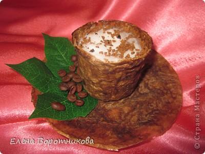 Кто не любит с утра выпить чашечку крепкого, ароматного, горячего кофе? Кофе настраивает нас на бодрый лад, заряжает хорошим настроением. Ко всему прочему, кофе обладает массой полезных свойств для нашего организма, поэтому чашечка кофе – лучшее начало дня. фото 3