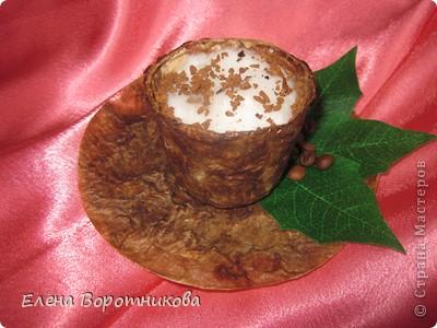 Кто не любит с утра выпить чашечку крепкого, ароматного, горячего кофе? Кофе настраивает нас на бодрый лад, заряжает хорошим настроением. Ко всему прочему, кофе обладает массой полезных свойств для нашего организма, поэтому чашечка кофе – лучшее начало дня. фото 1