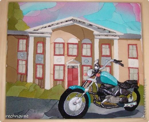 """Я очень рада, что мне попался именно день мотоциклов…  Идея сделать мотоцикл у меня созревала довольно давно... а эскиз здания Мототехникума, выполненный на пенопласте пролежал почти год... Поэтому конкурс стал для меня своеобразным """"пинком""""... к творчеству... За что стране мастеров я безумно благодарна... фото 1"""