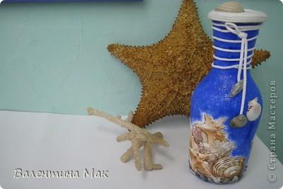 Бутылку в технике декупаж Полина выполнила в творческом объединении , а по стечению обстоятельств занятия проводились в кабинете судомоделирования, вот и использовали для фотосессии их коллекционные экземпляры (морскую звезду и коралл) фото 1
