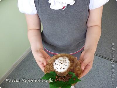 Кто не любит с утра выпить чашечку крепкого, ароматного, горячего кофе? Кофе настраивает нас на бодрый лад, заряжает хорошим настроением. Ко всему прочему, кофе обладает массой полезных свойств для нашего организма, поэтому чашечка кофе – лучшее начало дня. фото 5