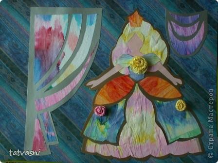 С детства  Маша любила смотреть  мультик про Золушку. Смотрела заворожено, ей нравились наряды принцесс. Также она наряжала своих кукол так, как бы хотела одеться сама. Ей нравились бальные платья.  Мария занималась бальными танцами. Я ей шила платья для танцев.  Но до сих пор тема принцесс и нарядов ей очень нравится. Она собирает коллекцию кукол в бальных нарядах.  Мы дарим ей  статуэтки, похожие на принцесс.  «Жила-была принцесса Изабелла.  Она была красивая, веселая, всегда улыбалась и пела песенки. Как все принцессы Изабелла  носила пышные наряды.  Она была красивая и счастливая, потому, что нравилась принцу из соседнего королевства».  фото 5