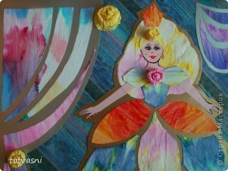 С детства  Маша любила смотреть  мультик про Золушку. Смотрела заворожено, ей нравились наряды принцесс. Также она наряжала своих кукол так, как бы хотела одеться сама. Ей нравились бальные платья.  Мария занималась бальными танцами. Я ей шила платья для танцев.  Но до сих пор тема принцесс и нарядов ей очень нравится. Она собирает коллекцию кукол в бальных нарядах.  Мы дарим ей  статуэтки, похожие на принцесс.  «Жила-была принцесса Изабелла.  Она была красивая, веселая, всегда улыбалась и пела песенки. Как все принцессы Изабелла  носила пышные наряды.  Она была красивая и счастливая, потому, что нравилась принцу из соседнего королевства».  фото 1