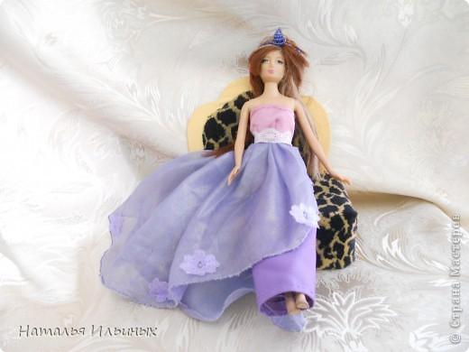 Все мы хотим побывать в волшебной сказке, хоть немножечко побыть принцессами. А ведь это так просто - надо одеть красивое платье и корону. Наряд для своей принцессы мы выбрали достойный - роскошный, но не тяжелый. Подобрали красивые ткани на манер восточных.  фото 1