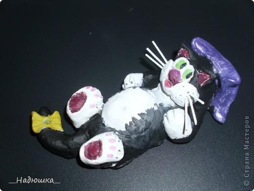 11 сентября-День домашнего любимца. У меня очень долго не было домашнего питомца, а совсем недавно я стала хозяйкой замечательного котеночка.  Старалась слепить максимально похожую уменьшенную копию.  фото 1