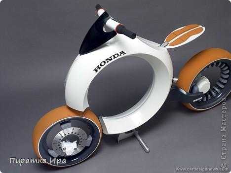 Это мой мотоцикл. Я сделала его в технике аппликации из пластилина. Я очень хотела, чтобы моя работа была яркой. фото 4