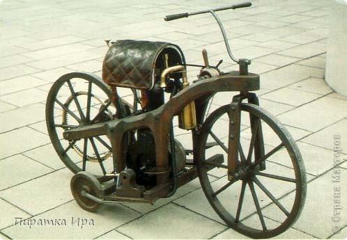 Это мой мотоцикл. Я сделала его в технике аппликации из пластилина. Я очень хотела, чтобы моя работа была яркой. фото 3