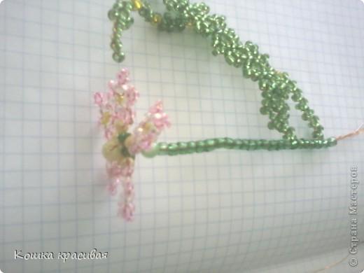 Флори́ст (или фитодиза́йнер) — специалист в области декорирования интерьеров с помощью цветочных композиций (флористики). Местом работы флориста зачастую является цветочный салон. Также флористы занимаются фитодизайном и озеленением помещений. фото 4