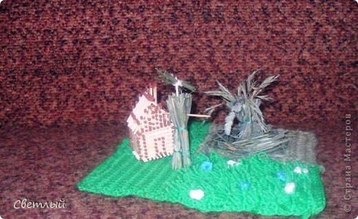 Я сделала небольшую композицию на тему праздника -стог сена, домик и чучело. фото 2