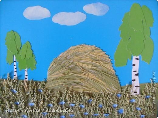 Настя написала стихотворение.       День сенокоса. Высока трава в полях, Птицы весело поют. Косы острые в руках Нам покоя не дают. Поработаем на славу С песнями весёлыми. Соберём в стога всю траву. Сами мы из города,  Но это не беда. Народ мы работящий И в сенокоса день  Под солнышком палящим Работать нам не лень. Потом после работы Напьемся молока. И праздника охота С усталости слегка. Поводим хороводы, Сыграем в ручеёк. Хорошей нам погоды В рабочий наш денёк. фото 1