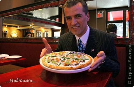Отмечается День пиццы каждый год с 10 июля 1985 года, когда был учрежден городским Советом по туризму. Ежегодно на празднике съедается около 1,6 миллиона порций. Считается, что пицца была завезена в Бразилию итальянскими иммигрантами в XIX веке, которые и начали открывать в стране первые пиццерии, добавляя в это типичное итальянское блюдо бразильский колорит. фото 9
