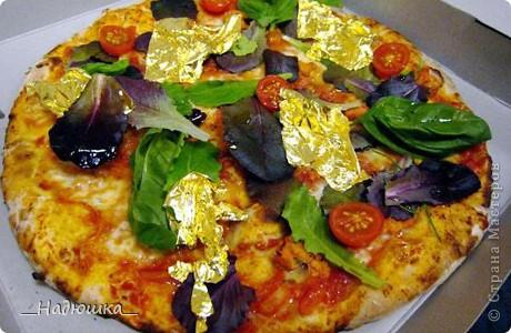 Отмечается День пиццы каждый год с 10 июля 1985 года, когда был учрежден городским Советом по туризму. Ежегодно на празднике съедается около 1,6 миллиона порций. Считается, что пицца была завезена в Бразилию итальянскими иммигрантами в XIX веке, которые и начали открывать в стране первые пиццерии, добавляя в это типичное итальянское блюдо бразильский колорит. фото 8