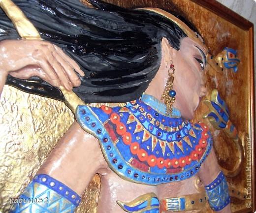 Слово «археология» впервые употреблено Платоном в значении «история прошедших времен». Археология — (от греческого archaios — древний и logos — учение) — наука о древностях, изучение быта и культуры древних народов по дошедшим до нас вещественным памятникам. Это совершенно обособленная наука. Все исторические события устанавливаются либо по письменным источникам, либо по данным археологии.  Представляю Вам работу, выполненную на тему древней культуры Египта, в виде египетской женщины.  Каменные письмена и папирусные свитки повествуют нам о жизни женщин Древнего Египта, об их правах и обязанностях, чаяниях и повседневных заботах. Из крошечных осколков складывается мозаика – представление о девочке, замужней женщине, матери, жившей в третьем тысячелетии до нашей эры.  фото 7
