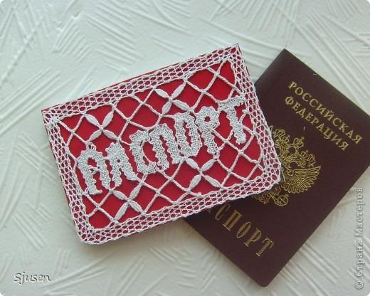 8 июля 1997 г. постановлением Правительства РФ было принято Положение о паспорте гражданина Российской Федерации, действующее до сегодняшнего дня. Это прекрасный повод отметить в этот день наряду с другими праздниками еще и  День Паспорта. Для особых торжественных событий (регистрация бракосочетания, занесения в паспорт родителей новорожденного малыша и т.п.) я сплела вот такую праздничную обложку: фото 1