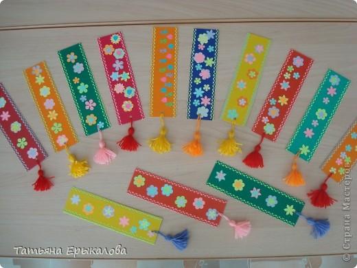 Вот такие разноцветные цветочные закладки мы с ребятами делали в подарок своим друзьям! фото 1