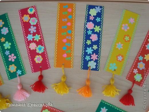 Вот такие разноцветные цветочные закладки мы с ребятами делали в подарок своим друзьям! фото 2
