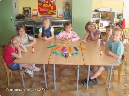 Вот такие разноцветные цветочные закладки мы с ребятами делали в подарок своим друзьям! фото 3