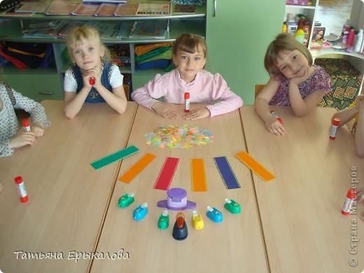 Вот такие разноцветные цветочные закладки мы с ребятами делали в подарок своим друзьям! фото 4