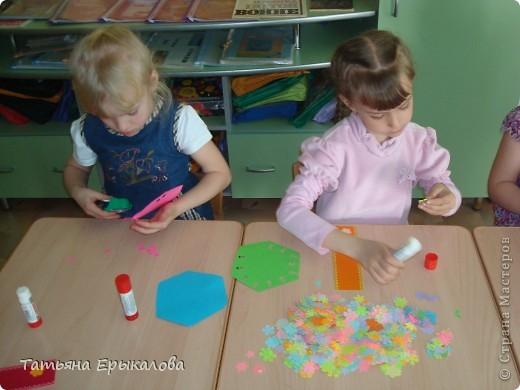 Вот такие разноцветные цветочные закладки мы с ребятами делали в подарок своим друзьям! фото 5
