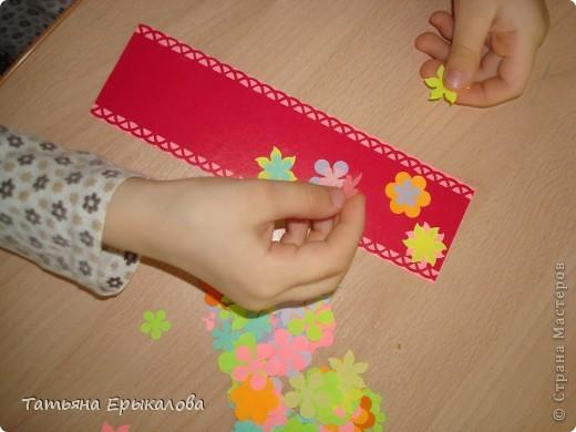 Вот такие разноцветные цветочные закладки мы с ребятами делали в подарок своим друзьям! фото 7