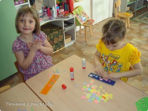 Вот такие разноцветные цветочные закладки мы с ребятами делали в подарок своим друзьям! фото 8