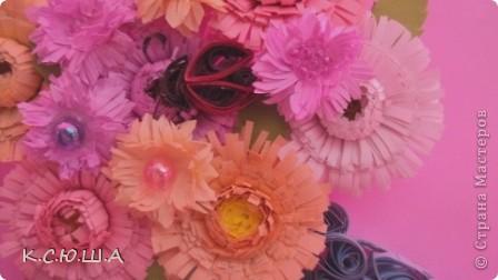 Здравствуйте дорогие жители Страны Мастеров! Мне выпало задание «День астр». Я очень рада, что он мне достался, ведь это мои самые любимые цветы!  Астра это королева осеннего цветника, она достаточно неприхотлива и привлекает своим продолжительным цветением. Ее осенние краски не могут оставить ни кого равнодушным. Величайшее разнообразие цветов и оттенков, форм и размеров у этих замечательных цветов.  Вот такие астрочки у меня получились!  А крупные яркие астры  В осенней сухой тишине  Так пестры и разномастны,  Что видимы и при луне. фото 5