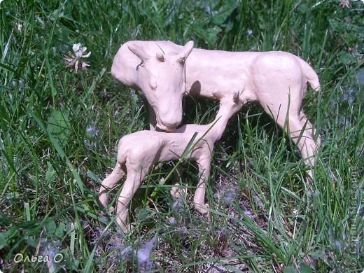Настя сделала олениху и олененка из пластилина с использованием каркаса из проволоки. фото 2