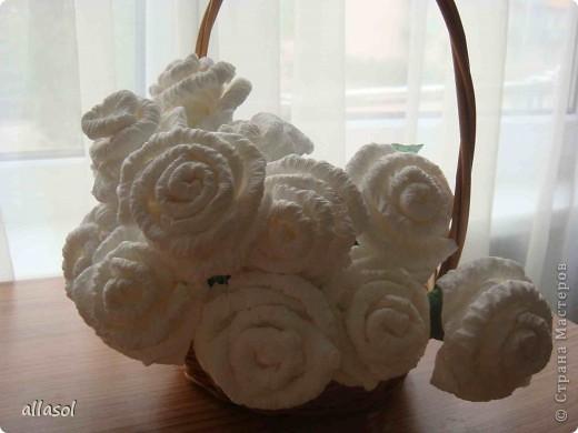 В своей работе я соединила две известные розы из салфеток. фото 1