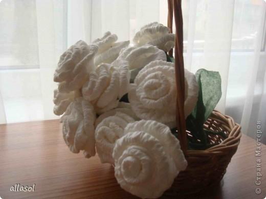 В своей работе я соединила две известные розы из салфеток. фото 2