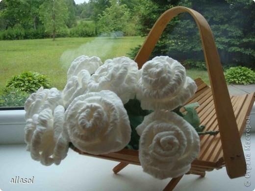 В своей работе я соединила две известные розы из салфеток. фото 3
