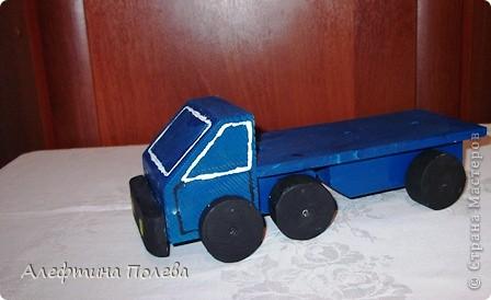 """Учитель предложила нам выполнить проект на тему """"Машины"""". Я выбрал модель грузовой машины фото 1"""