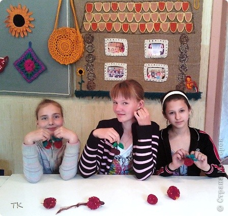 А. Тышлангова  Вот и спелая клубничка. Рядом с ней её сестричка. Вместе в листиках сидят И на солнышко глядят.  фото 7