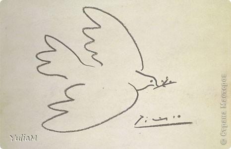 В 1982 году в своей резолюции Генеральная Ассамблея ООН провозгласила Международный день мира (International Day of Peace) как день всеобщего прекращения огня и отказа от насилия. С тех пор праздник, ежегодно отмечаемый 21 сентября, вовлек миллионы людей, охватив многие страны и регионы. Он призван заставить людей не только задуматься о мире, но и сделать что-нибудь ради него. Хотя следует признать, что проблема войны и мира всегда волновала разумные головы. Ведь, к великому сожалению, люди начали воевать еще в каменном веке и до сих пор не могут остановиться. В истории человечества зафиксировано и описано более 15 тысяч войн. И всегда находились те, кто выступал в поддержку мира с помощью творчества, пропаганды, организации различных движений. Думаю, каждый слышал о пацифизме -  общественном движении, активисты которого ведут борются против войны мирными средствами: убеждением в неправомерности какой бы то ни было войны и проведением мирных акций. Очень многие пацифисты являются представителями хиппи, которые также стремятся к миру и гармони. Поэтому для иллюстрации Международного дня мира у меня и родился вот такой образ девушки-хиппи.  фото 6