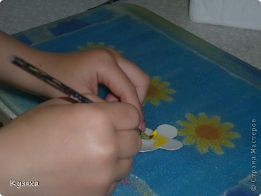 Так как это наша любимая ягодка, мы решили сделать ее из баночек от мед. бахил и баночки из под шампуня для цветочков.    Поделки из бросового материала развивают фантазию и воображение  ребёнка, формируют аккуратность и усидчивость, развивают мелкую моторику рук, воспитывают бережное отношение к окружающей природе фото 8
