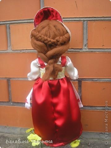 Девица с караваем в руках, в честь празднования дня Хлеба гостеприимно встретит и хлебосольно накормит. фото 4