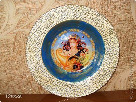 Приятно было делать работу у меня сестра тоже Дева, они практичны вот тарелочка с обратным декупажем  будет подарок. Всех Дев с праздником!!!! фото 1