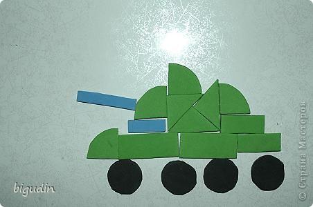 Эта работа стала интересной игрой для моего младшего сына, которому сейчас 1 год 9 месяцев. Магнитная мозаика конечно же продается в магазинах, но мы ее сделали своими руками. В нашей мозаике есть большое преимущество: размер, цвет и форма деталей может быть произвольная. фото 1