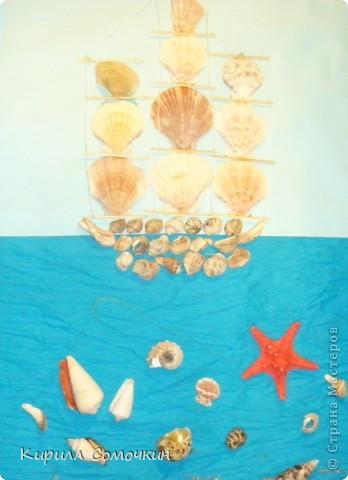 Когда я был на море, видел разные корабли, яхты, парусники. Захотелось сделать панно с использованием различного природного материала. В верхней части панно использованы ракушки. фото 1