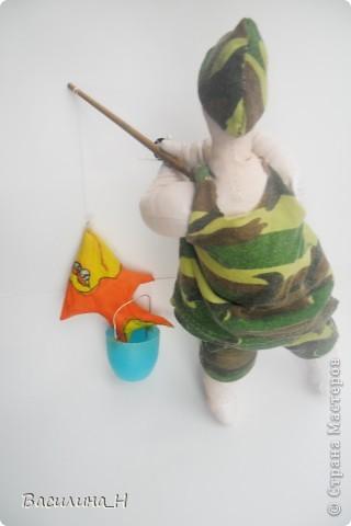 В праздник рыбака всем улова желаем. От чистого сердца мы вас поздравляем. Пусть попадется всем рыбка золотая, Которая все ваши желания исполняет.   фото 8