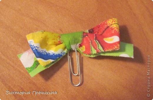 Очень повезло мне с праздником! Дракоша выдал мне 3 даты, среди которых я нашла свой день рождения! Я даже и не знала, что в этот день 2 интересных праздника - день скрепок и день информатики!  Вот такое вот оформление скрепки как закладки я увидела на сайте: http://nv-studio.com.ua/blog/master-klassi/zakladki-dlya-knig-svoimi-rukami.html фото 2