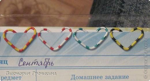 Очень повезло мне с праздником! Дракоша выдал мне 3 даты, среди которых я нашла свой день рождения! Я даже и не знала, что в этот день 2 интересных праздника - день скрепок и день информатики!  Вот такое вот оформление скрепки как закладки я увидела на сайте: http://nv-studio.com.ua/blog/master-klassi/zakladki-dlya-knig-svoimi-rukami.html фото 5