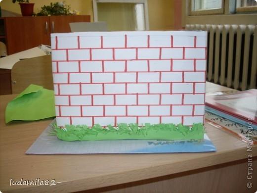 На стене на видном месте  Собирает вести вместе,  А потом его жильцы  Полетят во все концы (Почтовый ящик) фото 3