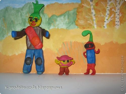 Вот мои любимые сказочные герои  на прогулке в осеннем лесу. фото 1
