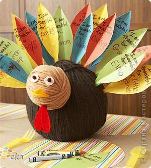 По значимости День благодарения (Thanksgiving Day) входит в тройку самых популярных празднеств США и широко отмечается наравне с Пасхой и Рождеством. В День благодарения американцы посещают церковь, после чего в узком семейном кругу собираются за праздничным столом для того, что бы отведать традиционные блюда этого праздника – запеченную индейку и тыквенный пирог. фото 6
