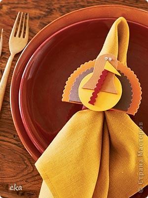 По значимости День благодарения (Thanksgiving Day) входит в тройку самых популярных празднеств США и широко отмечается наравне с Пасхой и Рождеством. В День благодарения американцы посещают церковь, после чего в узком семейном кругу собираются за праздничным столом для того, что бы отведать традиционные блюда этого праздника – запеченную индейку и тыквенный пирог. фото 8