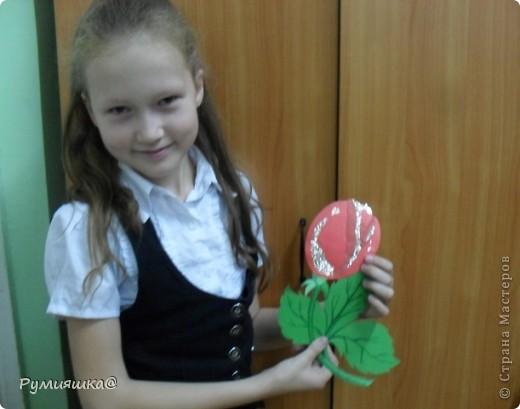 Ко дню руководителя я своей классной руководительнице подарю такой цветочек,которую я изготовила сама. фото 2