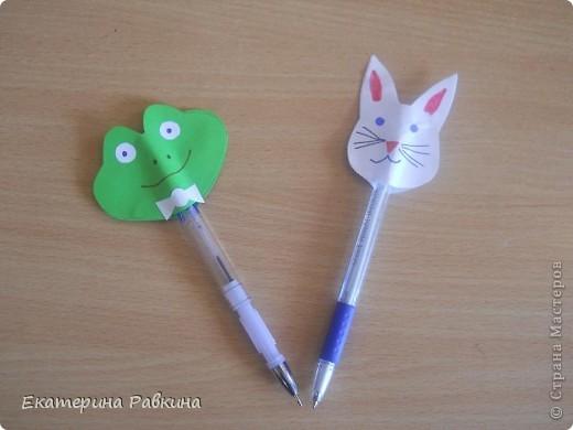 На день шариковой ручки мы решили украсить свои ручки. фото 1